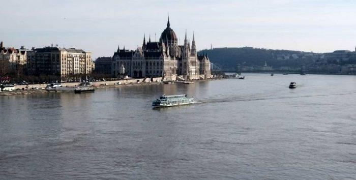 בניין הפרלמנט מגשר מרגיט