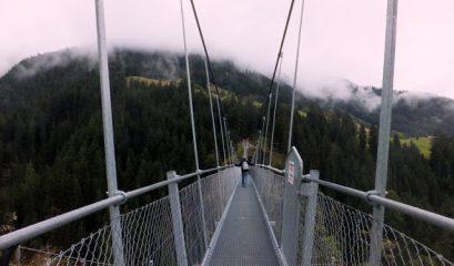 טיול מעגלי מהכפר הולצגאו אל גשר תלוי וחזרה מהצד השני של הגשר